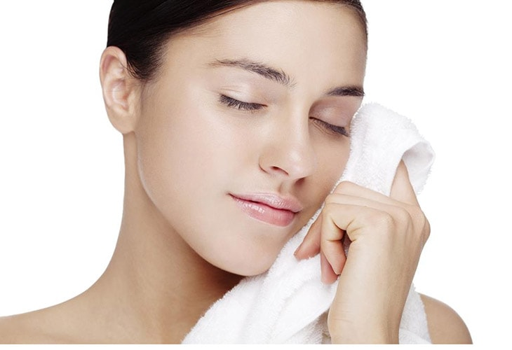How to wash your face with coconut oil Apply the Towel